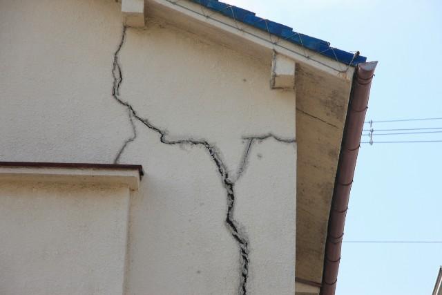 ヒビ割れ/外壁